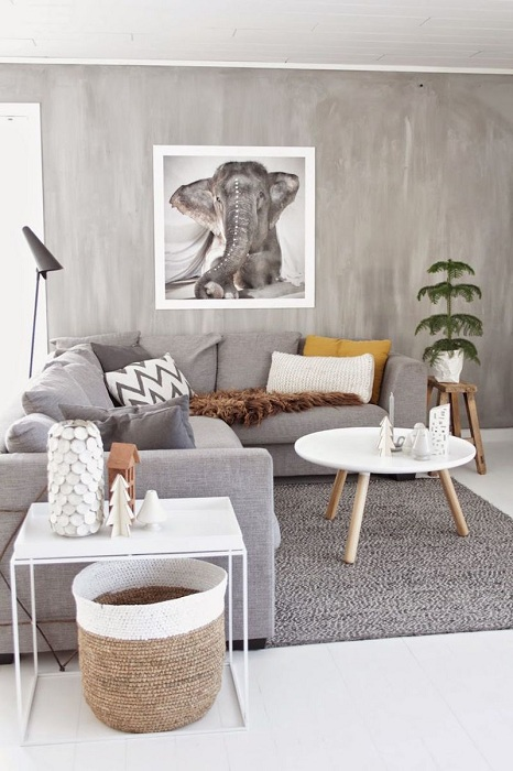Укромная гостевая комната, оформлена в серо-белых тонах.