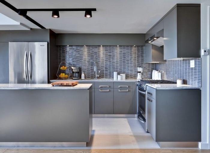 Кухонный минимализм - свети, который не режет глаза.