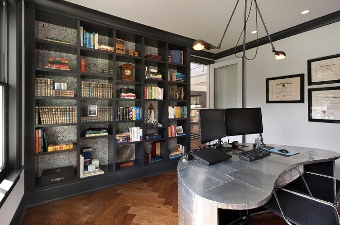 Индустриальный интерьер домашнего офиса подчеркнет все его особенности и очарует своими невероятными деталями.