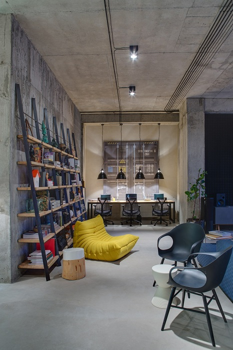 Нестандартное оформление рабочей зоны в доме - вот основная особенность промышленного стиля в дизайне.