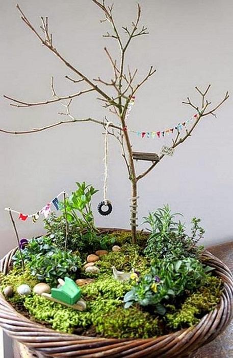 Декорирование комнаты возможно при помощи создания такого необычного мини-сада, что добавит обстановке большего уюта.
