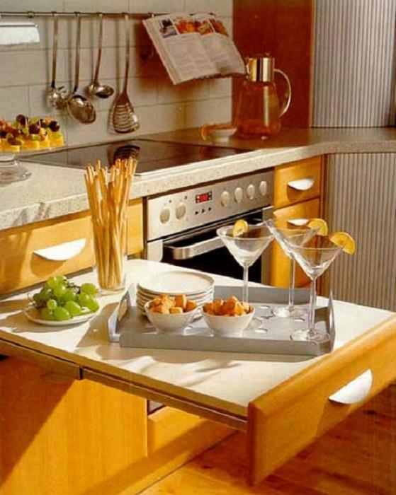 Просто отличное решение создать оригинальный кухонный стол, что привнесет в атмосферу комфорт.