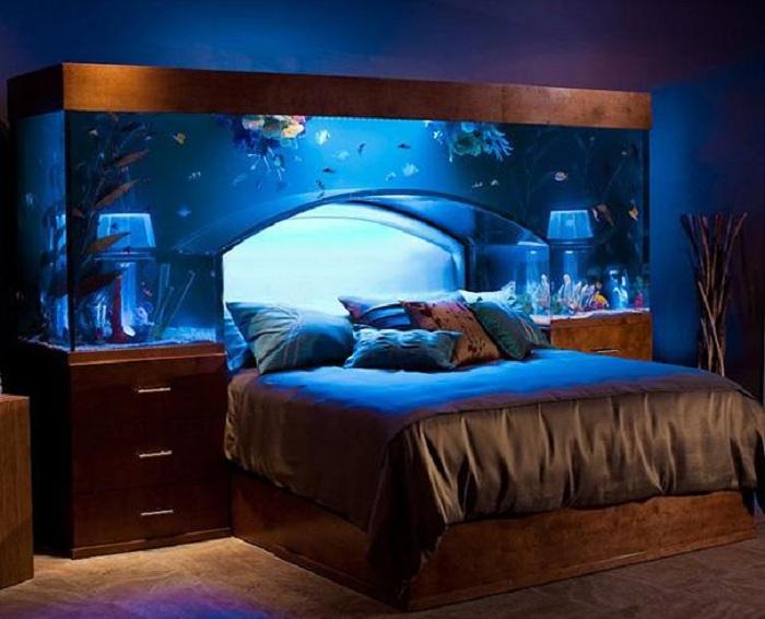 Интересное решение создать прекрасный интерьер в спальной-аквариуме, что понравится.