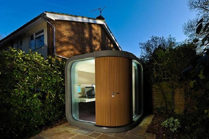 Интересное решение для создания офиса прям в доме специально для трудоголиков.