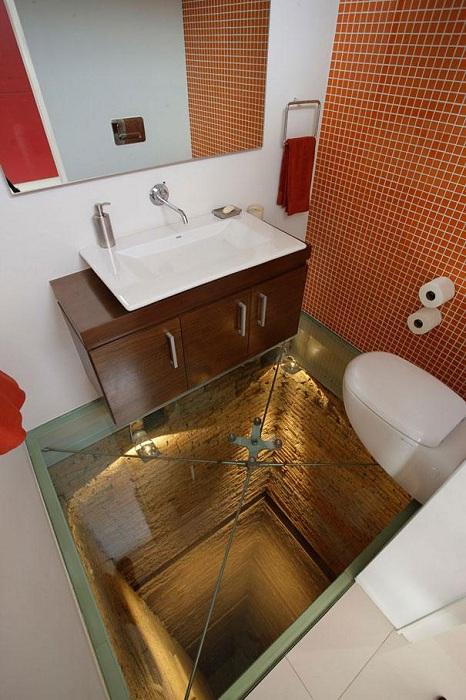 Отличное решение создать такой интересный стеклянный пол, который удивит и очарует одновременно.