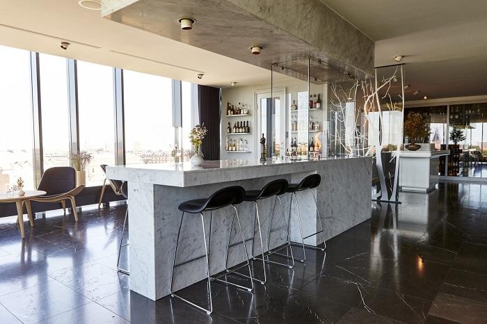В Geranium, возможно наслаждаться общем пространством с поднятым двухсторонним баром и шезлонгами, которые расставлены по всему периметру.