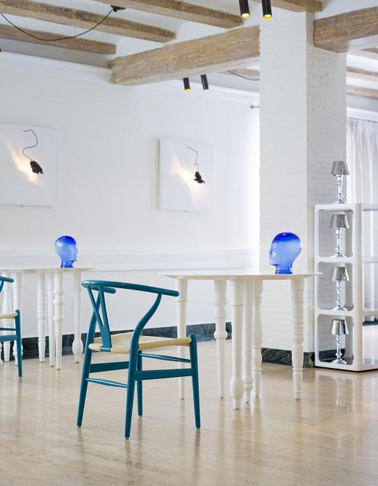 Инновационный декор Quique Dacosta, фирменное меню ресторана, полный минимализм, экспериментальные блюда – это то чем отличается это заведение от других.