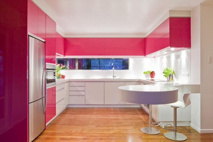 Яркая кухня в таком теплом цвете не оставит равнодушным никого и подарит только прекрасное настроение.