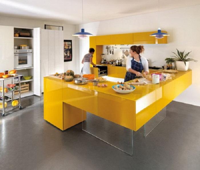 Отменное оформление кухни в ярко-желтом цвете, что подарит солнечное и самое лучшее настроение.