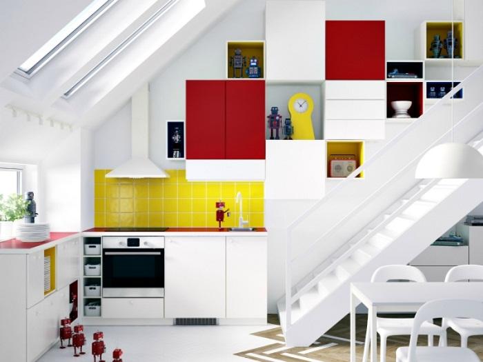 Отменное решение создать крутой интерьер с помощью яркого декорирования кухни.