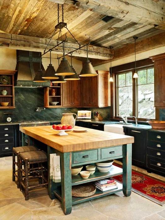 Захватывающий интерьер в загородном стиле с многоцелевым столом на кухне.