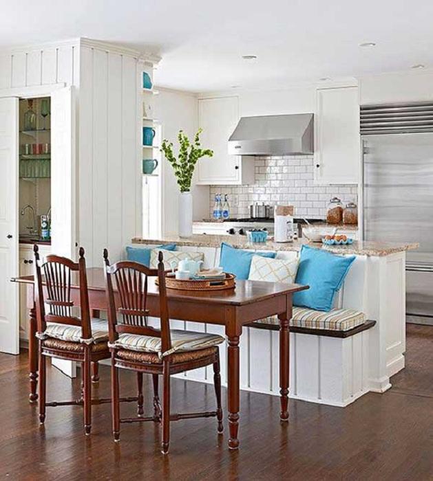 Простой столик для кухни просто отличный и прекрасный вариант, который подойдет для любой кухни.