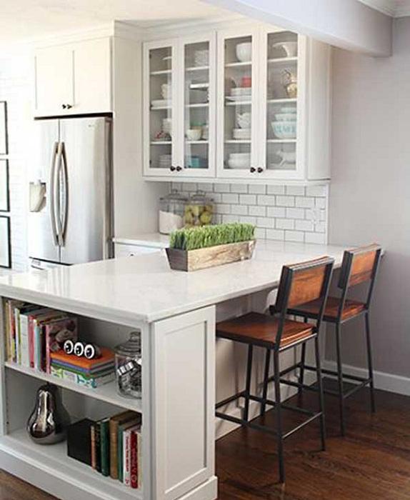 Зона для приготовления пищи на кухне отлично сочетания с местом для обедов.