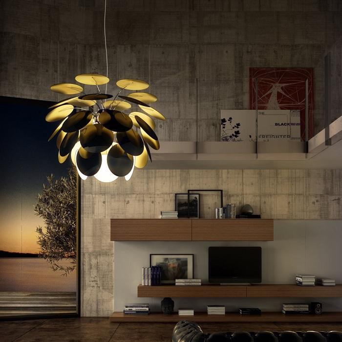 Необыкновенной красоты светильник в черном с золотым цветом украсит дом.