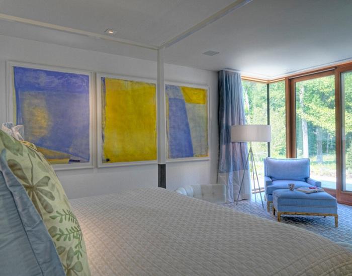Интересная цветовая гамма в желто-голубом цвете - украсит любой интерьер комнаты и станет прекрасной идеей для оформления комнаты для отдыха.