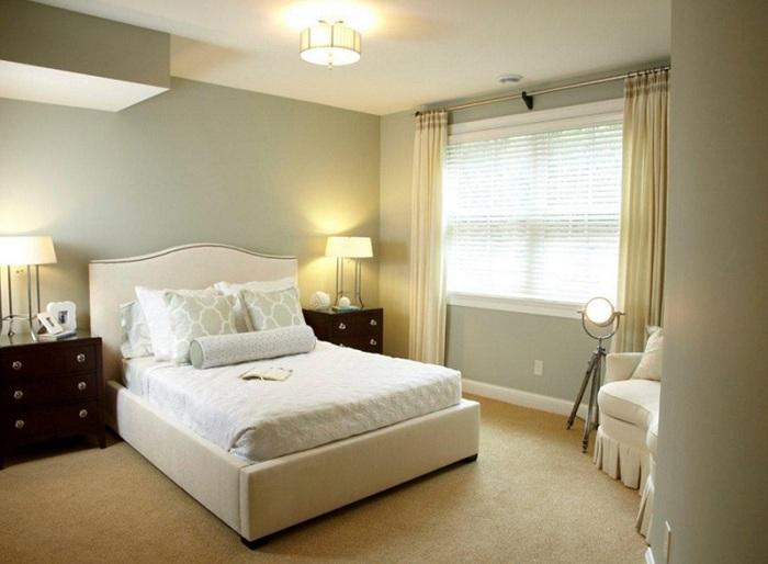 Оливково-сливочные тона - очень нежная цветовая гамма для оформления спален с торшером-штативом.
