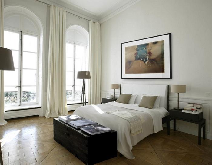 Прекрасный интерьер с интересными элементами декора, который покажется очень практичным и симпатичным.