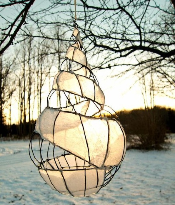 Прекрасный визуально большой фонарик, который отлично впишется в обстановку сада.