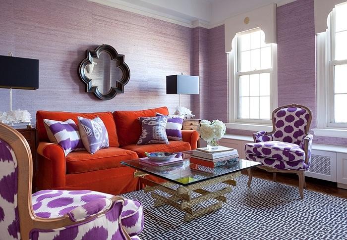 Терракотовый цвет надо применять осторожно, но если сделать лишь небольшой акцент в лавандовой гостиной, то он будет смотреться ярко и уместно.