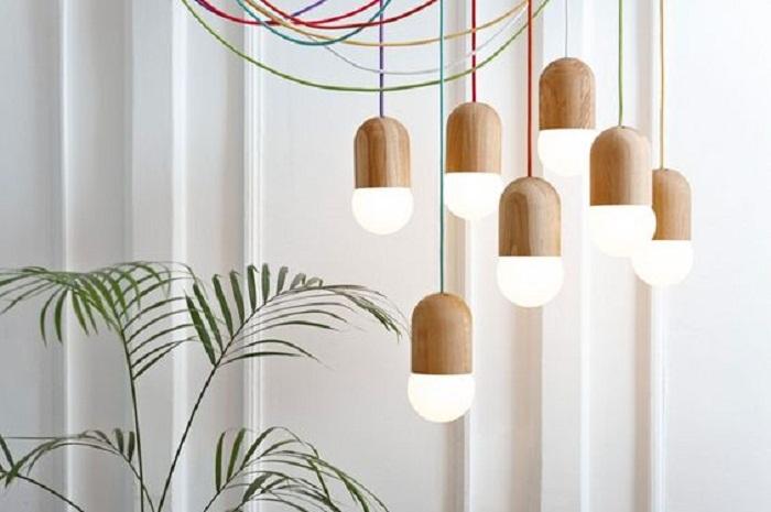 Очень крутое решение создать такие симпатичные плафоны с деревянной текстурой.