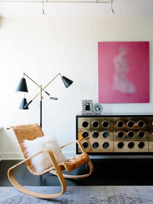 Прекрасное оформление современного интерьера гостиной с невероятными элементами.