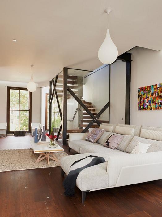 Легкий и интересный современный промышленный стиль в оформлении гостиной, что станет просто оригинальным вариантом для декора.