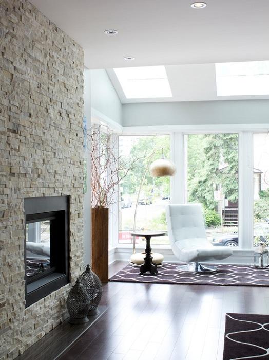Отличный вариант оформления гостиной в современном стиле с легкой и непринужденной обстановкой, что порадует.