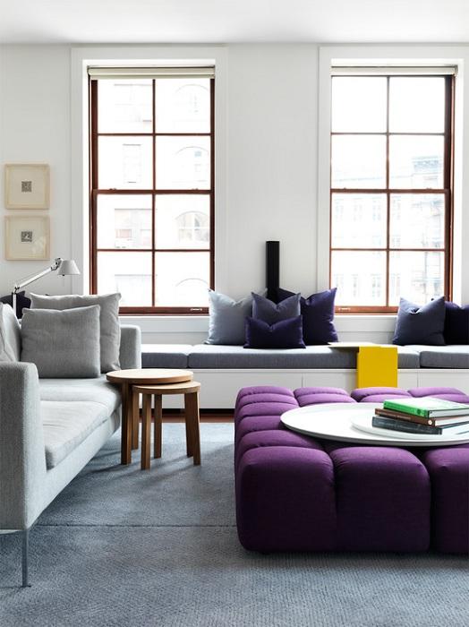 Оригинальное оформление гостиной в пастельных тонах с интересными темными контрастами, что помогут комнате еще больше преобразиться.