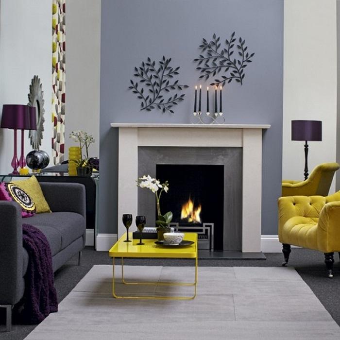 Красивое дизайнерское решение украсить интерьер гостиной при помощи желтых элементов декора.