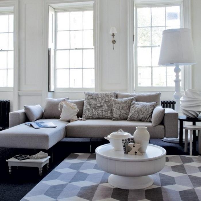 Крутое решение создать отличное настроение в гостиной при помощи светлых тонов, что облагородит интерьер.