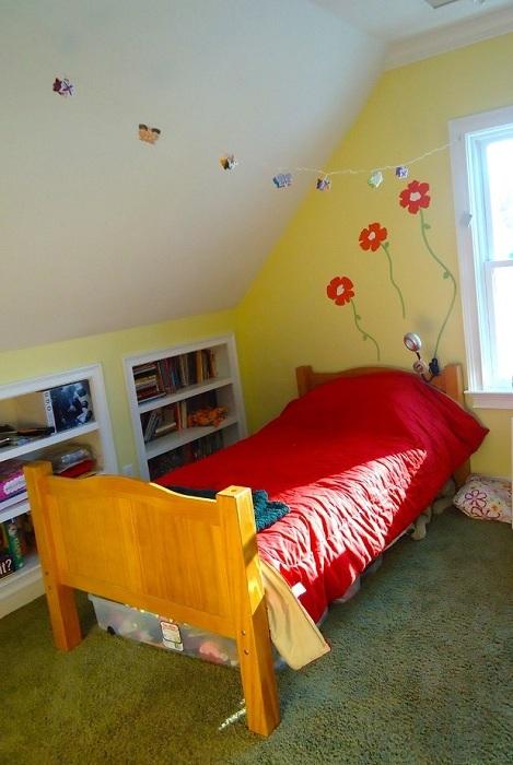 Прекрасное решение разместить детскую комнату на чердаке, создает свою удивительную обстановку.