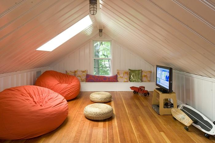 Прекрасное место для отдыха на чердаке, с прекрасной атмосферой.