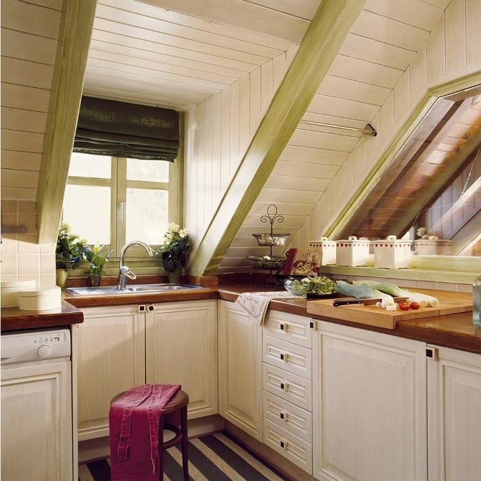 Кухня на чердаке - это простое решение, которое позволит удобно организовать место для приготовления пищи.
