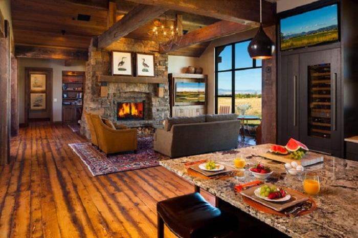 Уютная комната с прекрасным видом из окна.