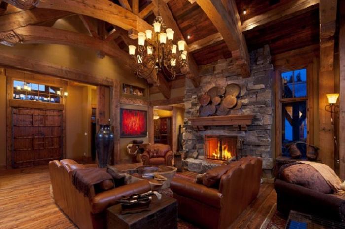 Сочетание кожаной мебели с деревом, дополнены уютным каменным камином.