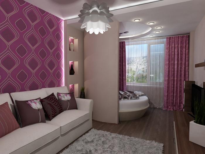 Прекрасная гостиная в сиреневых тонах появилась благодаря объединению лоджии и комнаты.