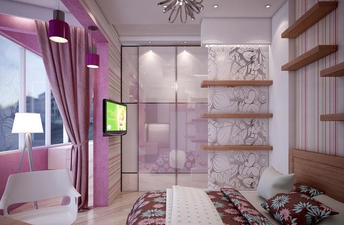 Симпатичная комната в сиреневых тонах получила несколько квадратных метров благодаря лоджии.