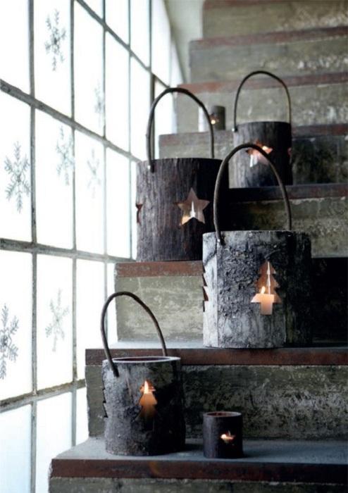 Хороший пример новогоднего декора создан благодаря оригинальным подсвечникам-фонарям.