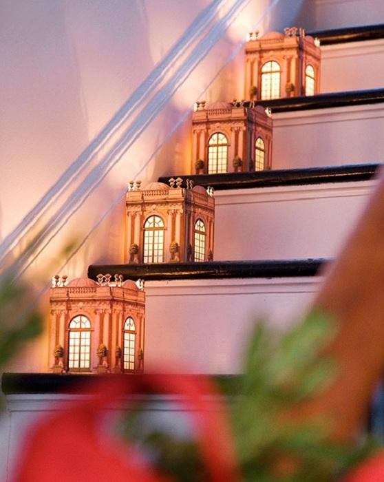 Крутое декорирование комнаты оригинальными напольными фонарями.