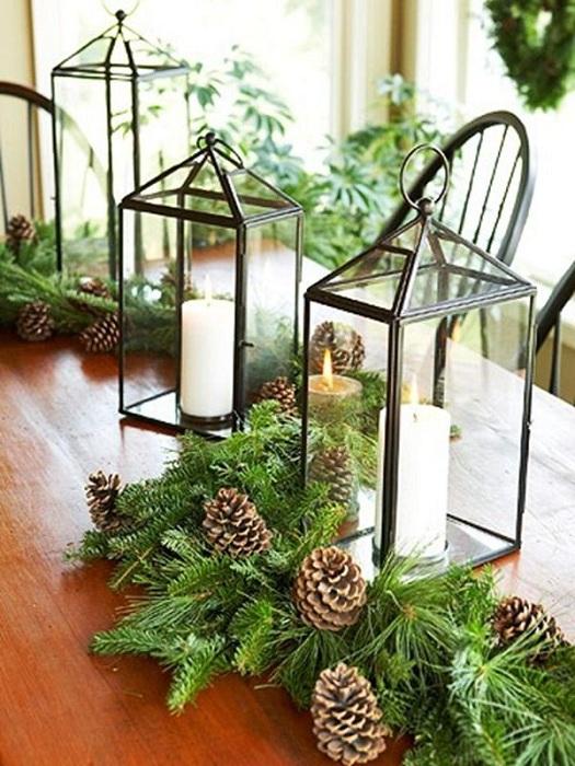 Отличное решение обустроить интерьер с помощью фонарей в новогоднем оформлении.