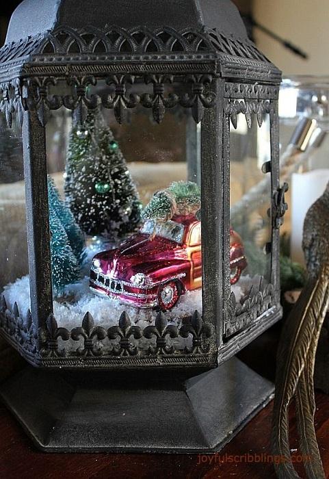 Создать праздничную обстановку возможно благодаря оригинальному фонарю.