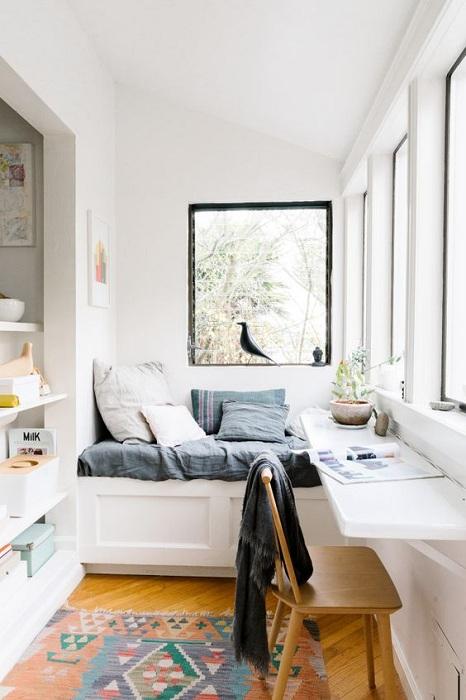 Отменный вариант оформления места для работы дома, который займет минимум места и точно понравится.