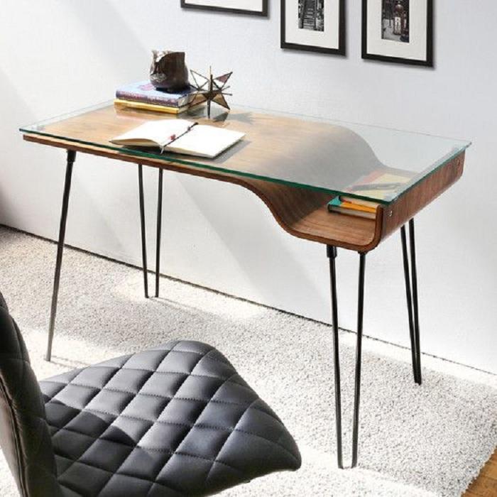 Прекрасный вариант оформления мини-офиса, который станет просто отличным элементом в дополнении домашнего пространства.