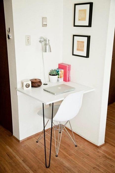 Самый лучший вариант оформления пространства под мини-офис, что выглядит очень компактно.