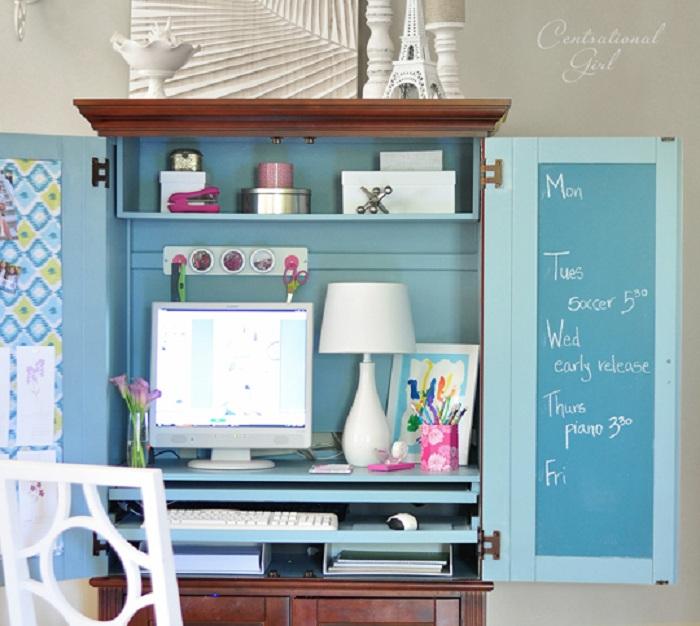 Прекрасный вариант оформления мини-офиса, что станет просто незаменимым в любом доме.