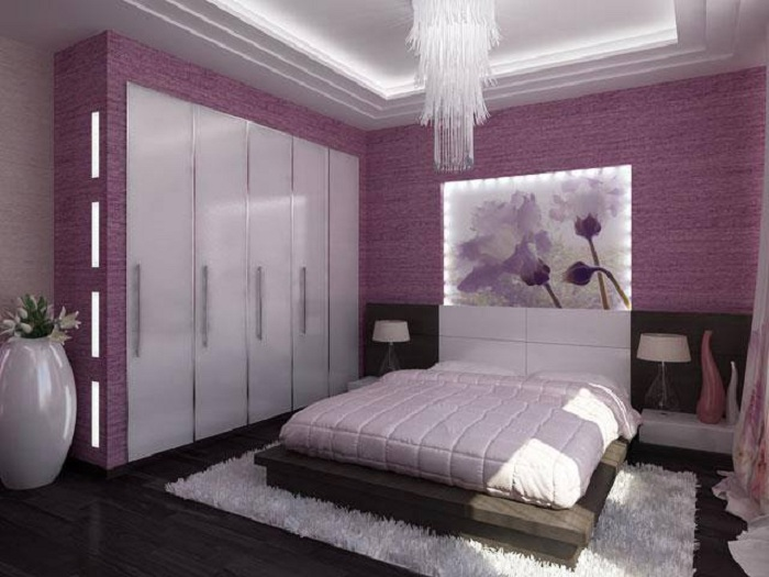 Симпатичный лиловый цвет точно украсит обстановку в спальной и подарит хорошие впечатления и эмоции на долгое время.