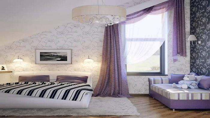 Приятные фиолетовые оттенки станут просто неотъемлемым фрагментом в легком и воздушном интерьере спальни.