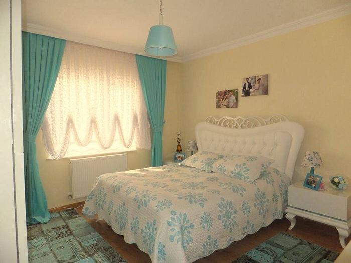 Укромная комнатка создана специально для двоих влюбленных людей, она пропитана особенной легкостью и шармом.