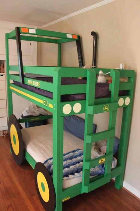 Интересный и яркий интерьер детской комнаты, который преображен благодаря двухъярусной кровати.
