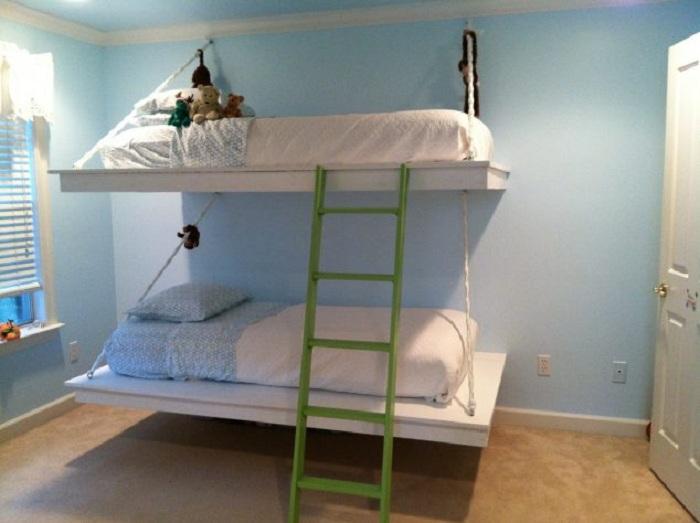 Детская спальня оформлена в пастельных тонах что станет уютным местом для отдыха.